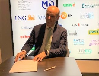 Laurens de Lange signs Dutch Climate Agreement on behalf of IQ-EQ Netherlands
